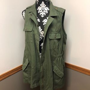41 Hawthorn Green Vest